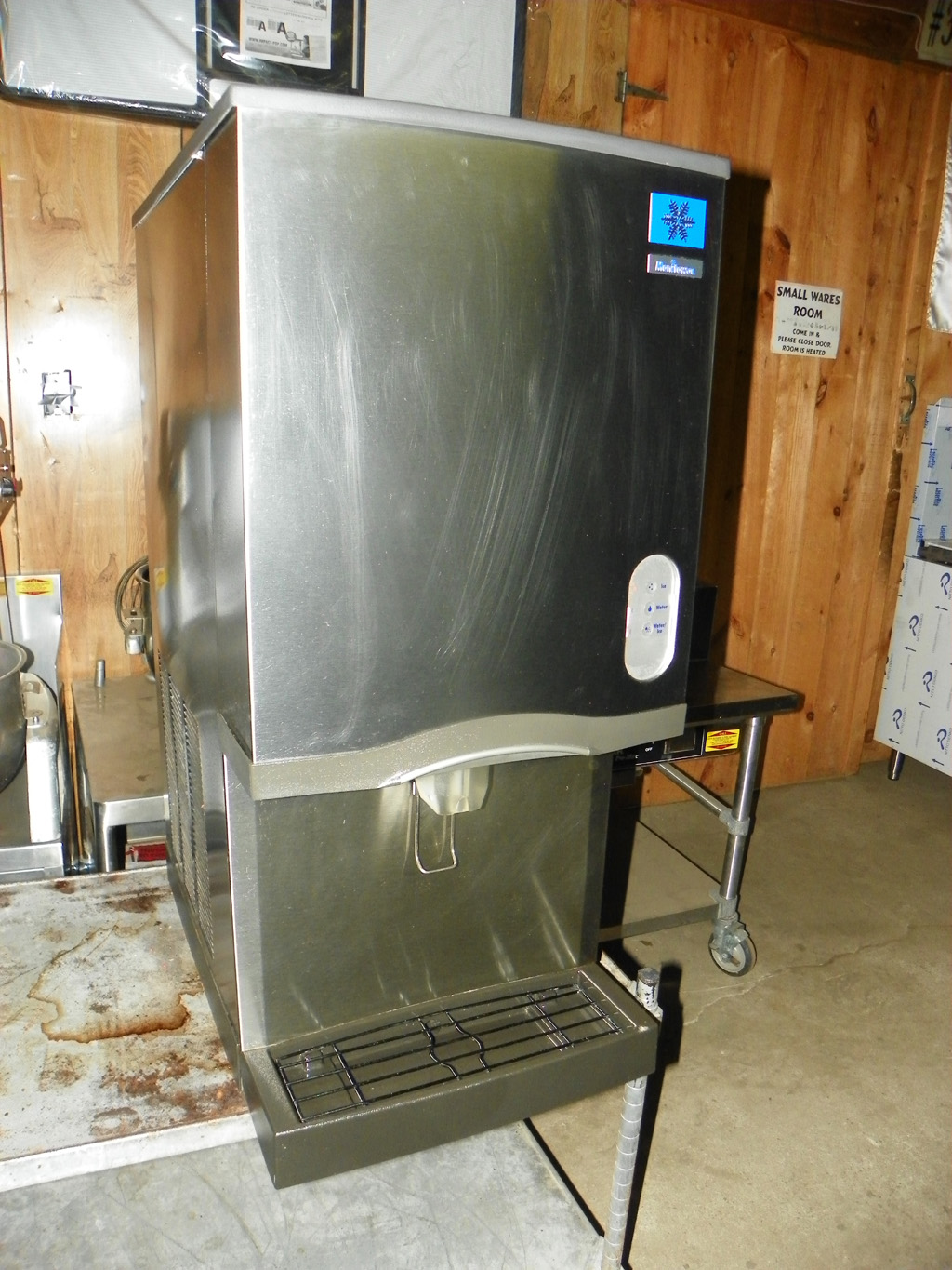 Ice Dispenser - Petes Restaurant Equipment
