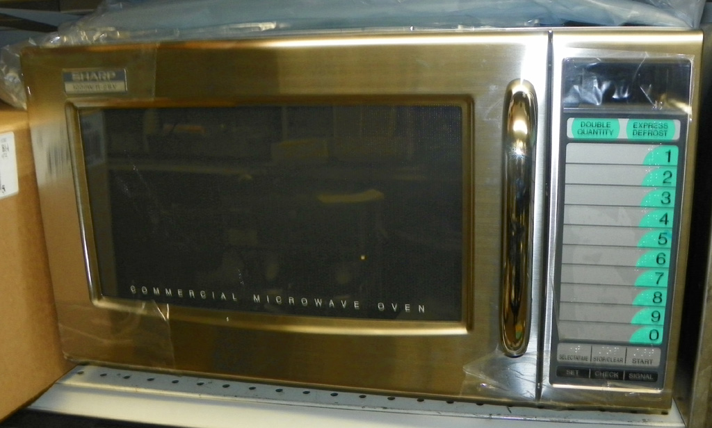 New Sharp 1000 W. Microwave - 21LV