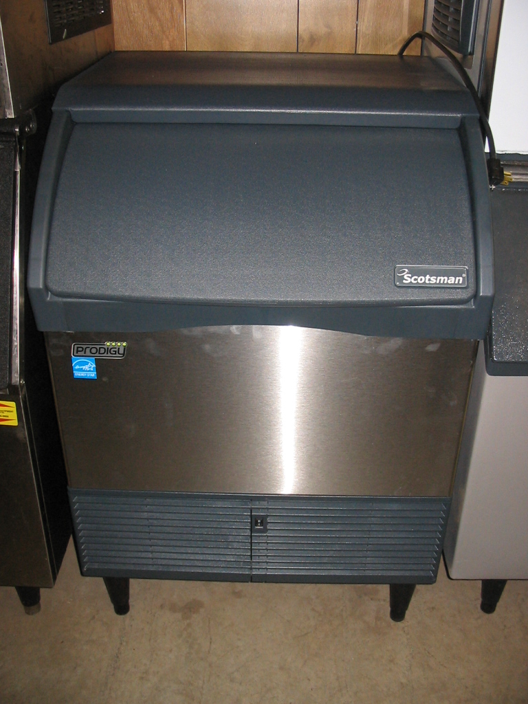 New Scotsman Under Counter Icemaker - CU3030SA-1